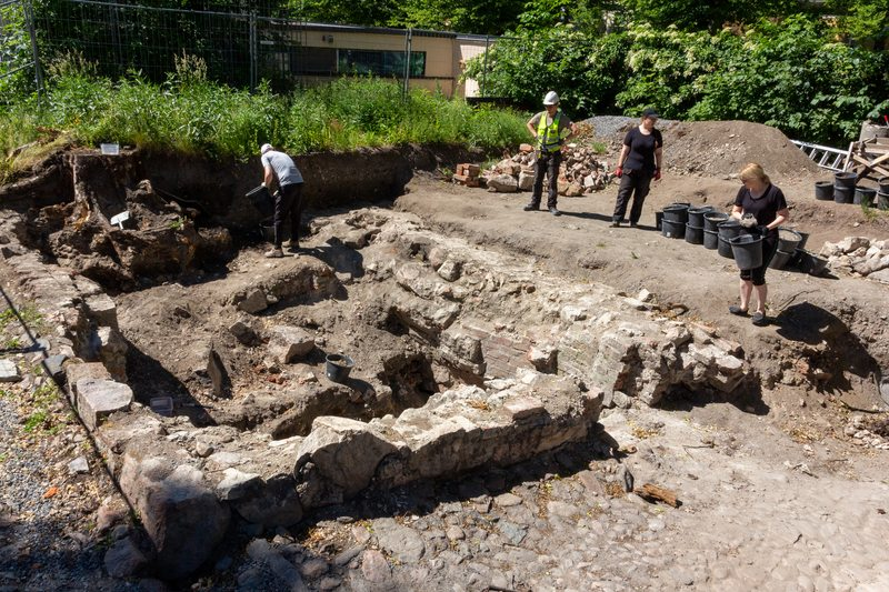 The audience is welcome to visit the excavation whenever the archaeologists are at work!